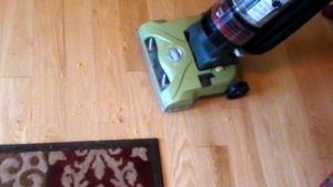 Hoover WindTunnel T-Series Rewind UH70120 Cleaning Hard Floors
